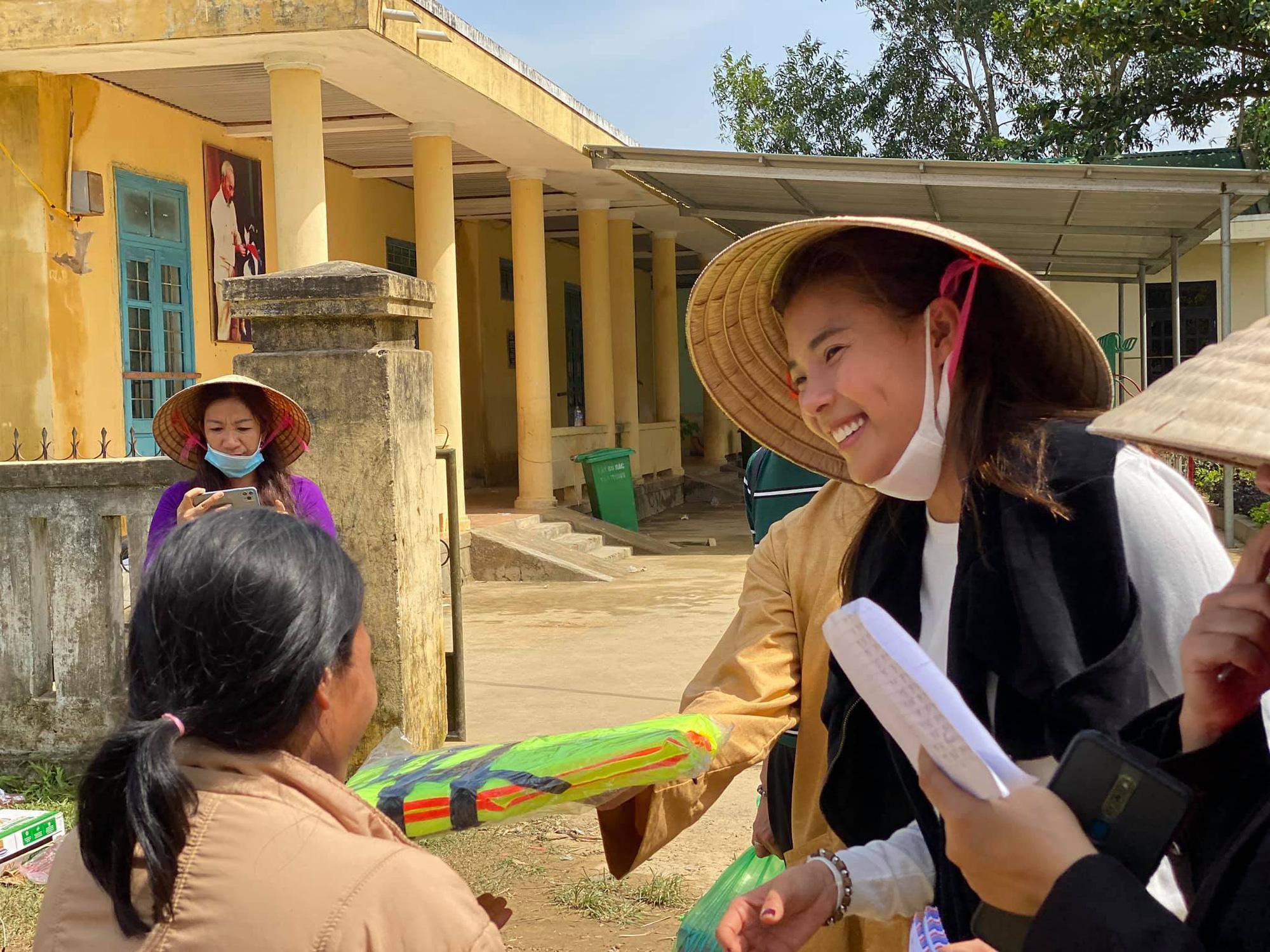 Bị so sánh với Thủy Tiên, diễn viên Thúy Diễm nói điều bất ngờ - Ảnh 4.