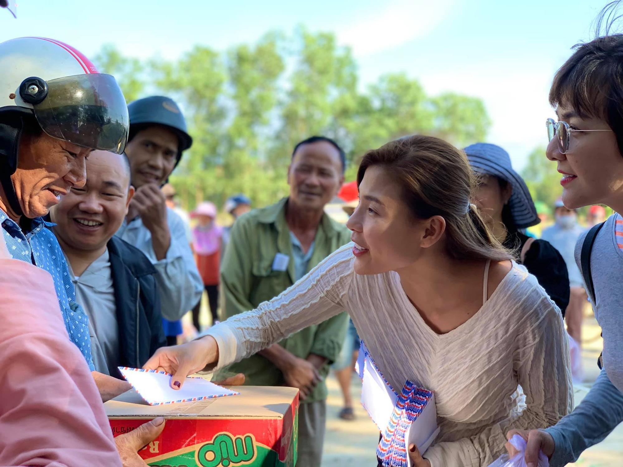 Bị so sánh với Thủy Tiên, diễn viên Thúy Diễm nói điều bất ngờ - Ảnh 1.