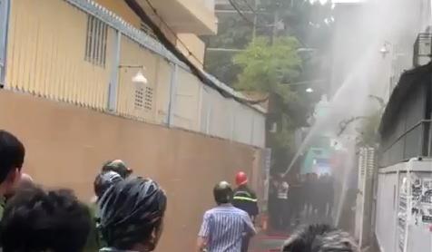 Vụ người phụ nữ tử vong trong căn nhà bốc cháy ở TPHCM: Nghi bị sát hại đốt xác - Ảnh 1.
