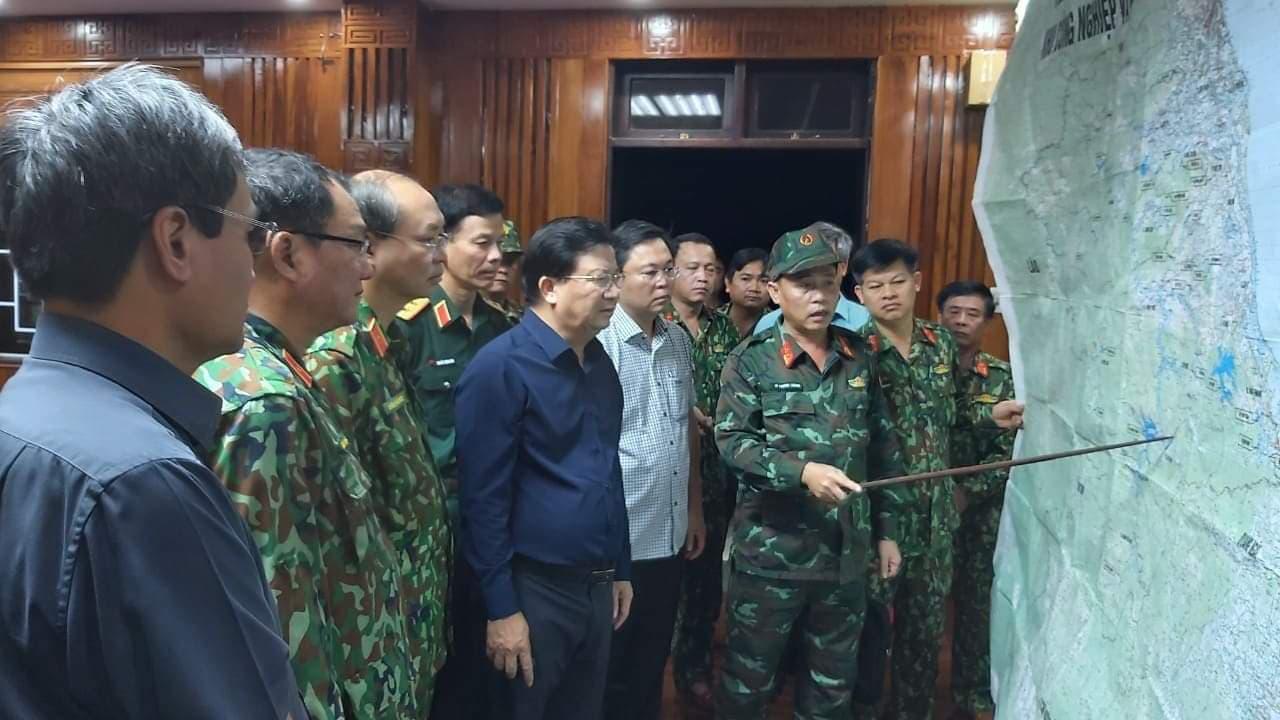 Ảnh, clip: Những hình ảnh đầu tiên của cuộc tìm kiếm cứu nạn vụ sạt lở vùi lấp hơn 50 người ở Nam Trà My - Ảnh 5.