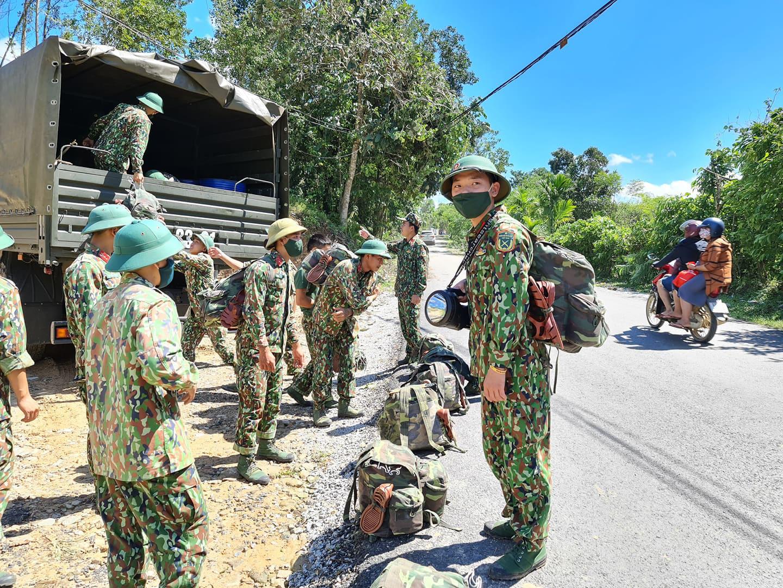 Ảnh, clip: Những hình ảnh trực tiếp của cuộc tìm kiếm cứu nạn vụ sạt lở vùi lấp hơn 50 người ở Nam Trà My - Ảnh 2.