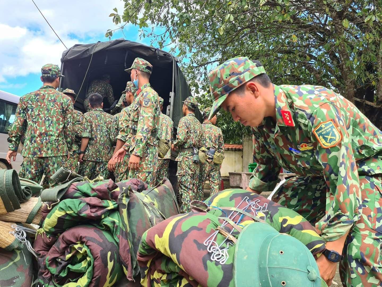 Ảnh, clip: Những hình ảnh trực tiếp của cuộc tìm kiếm cứu nạn vụ sạt lở vùi lấp hơn 50 người ở Nam Trà My - Ảnh 3.