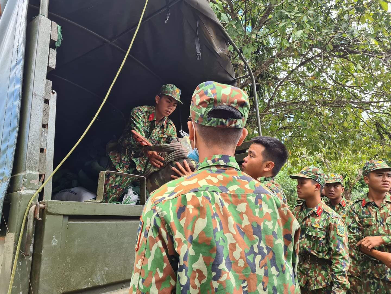 Ảnh, clip: Những hình ảnh trực tiếp của cuộc tìm kiếm cứu nạn vụ sạt lở vùi lấp hơn 50 người ở Nam Trà My - Ảnh 4.
