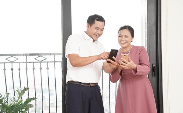 Lựa chọn điện thoại cho người già: Vsmart màn to, pin khoẻ - Ảnh 2.
