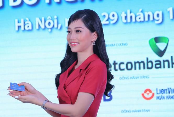 Ngày thẻ Việt Nam 2020: 10.000 thẻ chip miễn phí, Á hậu Bùi Phương Nga là Đại sứ thương hiệu - Ảnh 1.