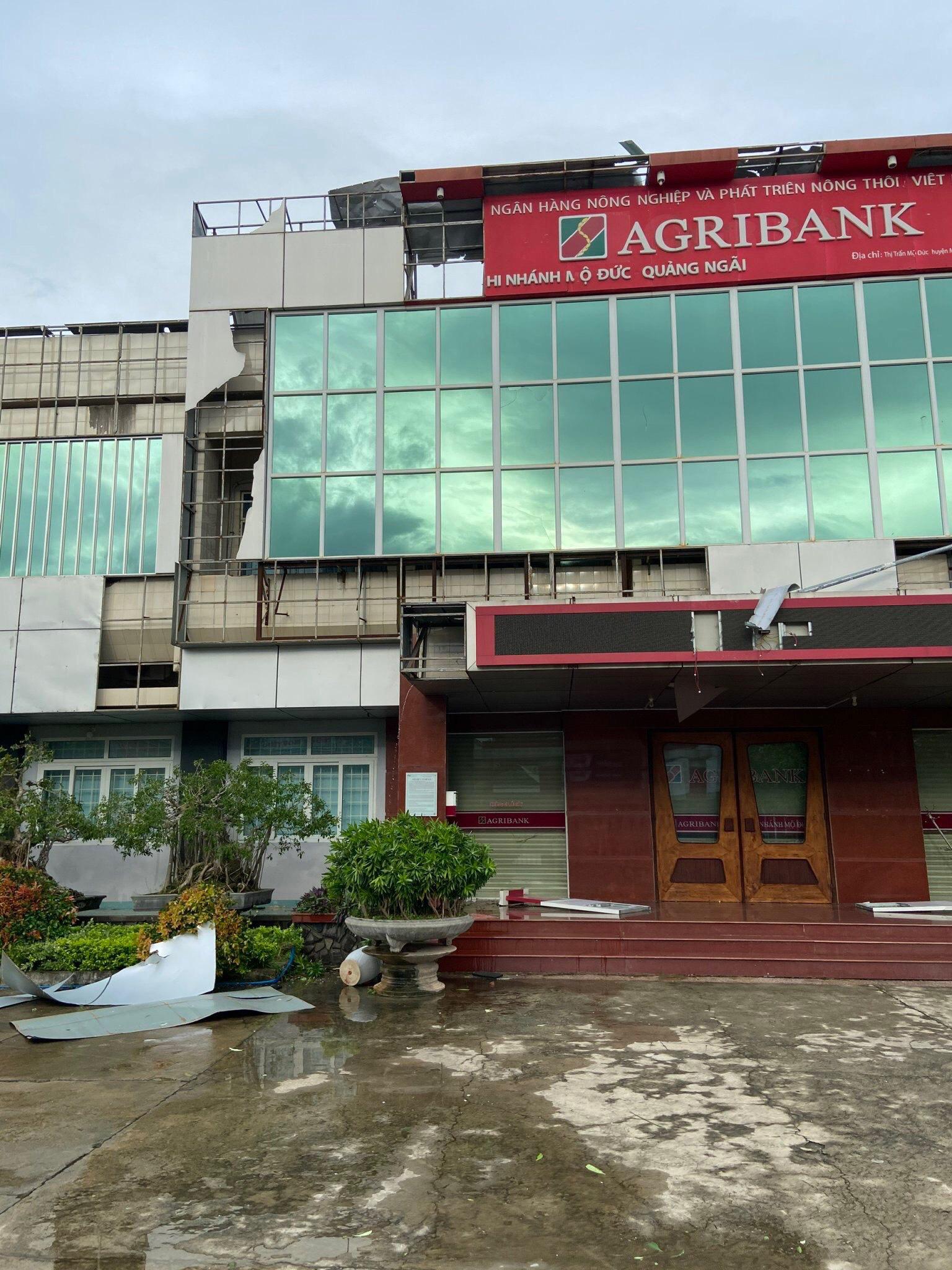 Agribank Quảng Ngãi: Khắc phục hậu quả thiên tai, ổn định hoạt động phục vụ khách hàng - Ảnh 1.