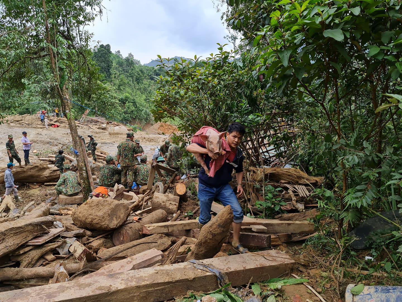Sạt lở ở Quảng Nam: Chồng mất tích, tài sản còn lại là 19 con heo - Ảnh 4.