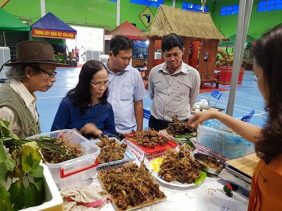 Sau vụ sạt lở ở Trà Leng, huyện Nam Trà My dừng phiên chợ sâm để đảm bảo an toàn cho dân - Ảnh 1.