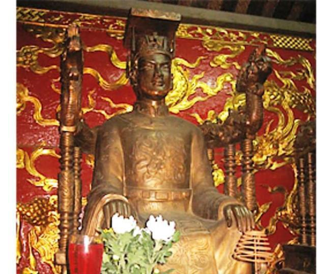 """Ông vua Việt mắc bệnh """"người sói"""", bị nhốt trong cũi vàng là ai? - Ảnh 3."""