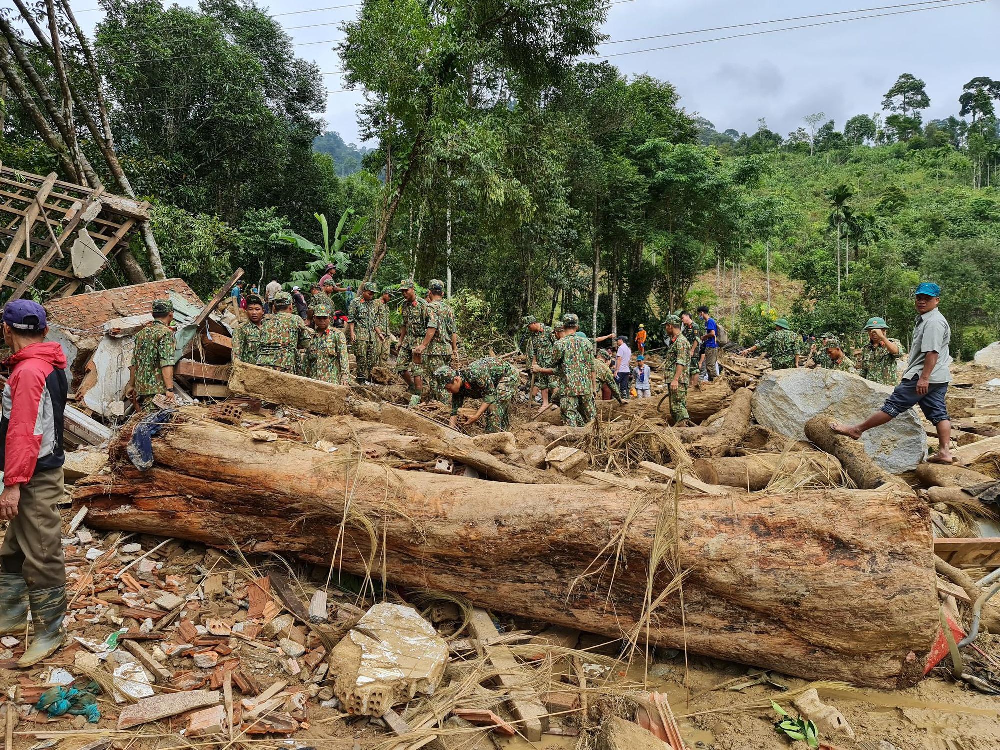 Sau vụ sạt lở ở Trà Leng, huyện Nam Trà My dừng phiên chợ sâm để đảm bảo an toàn cho dân - Ảnh 2.