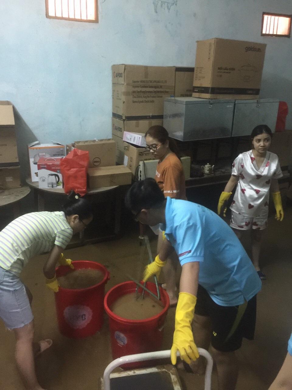Agribank Quảng Ngãi: Khắc phục hậu quả thiên tai, ổn định hoạt động phục vụ khách hàng - Ảnh 4.