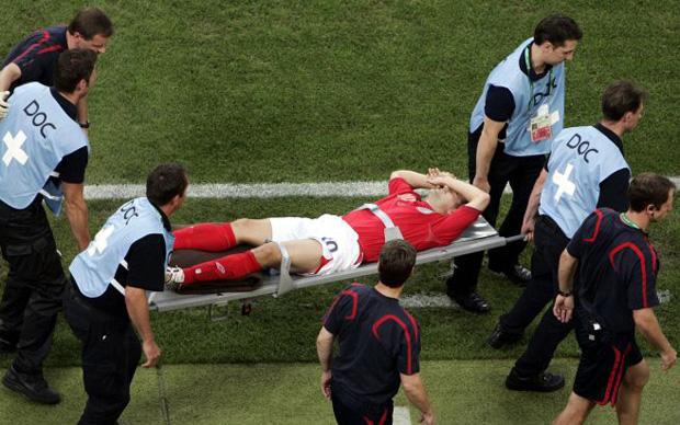 """5 siêu sao bóng đá bị chấn thương phá hủy sự nghiệp: Có Rô """"béo"""", Kaka - Ảnh 5."""