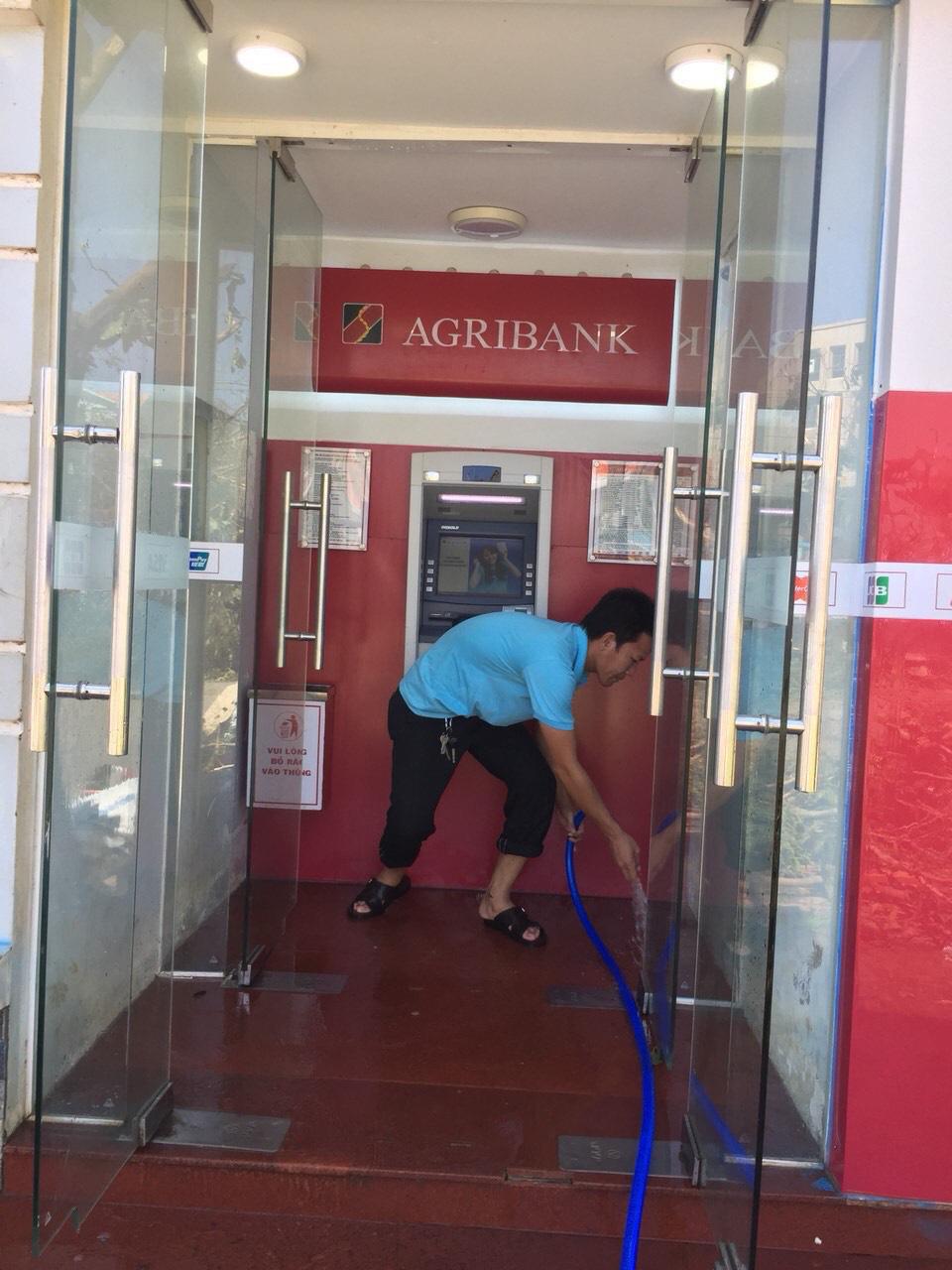 Agribank Quảng Ngãi: Khắc phục hậu quả thiên tai, ổn định hoạt động phục vụ khách hàng - Ảnh 8.