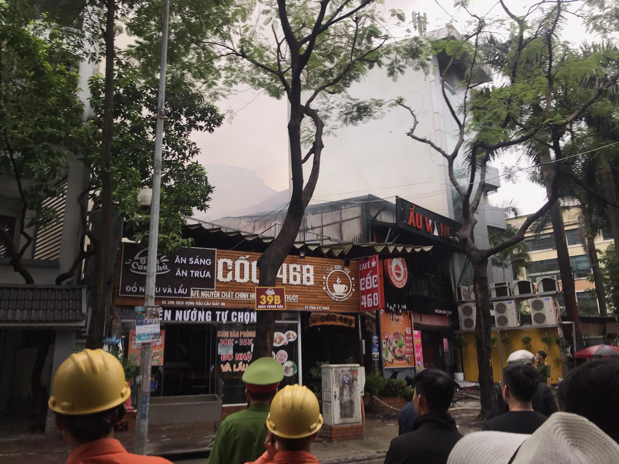 Clip: Cháy lớn tại nhà hàng lẩu nướng tại quận Cầu Giấy - Ảnh 2.