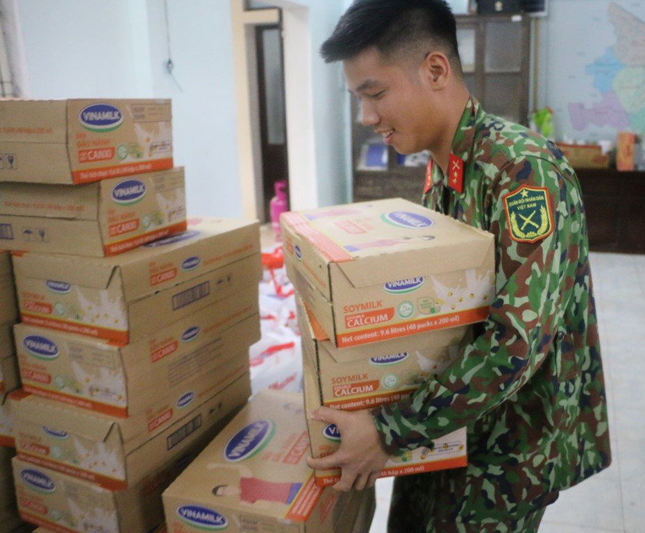 Người lao động Vinamilk góp gần 4 tỷ đồng ủng hộ nạn nhân bão lũ miền Trung - Ảnh 4.