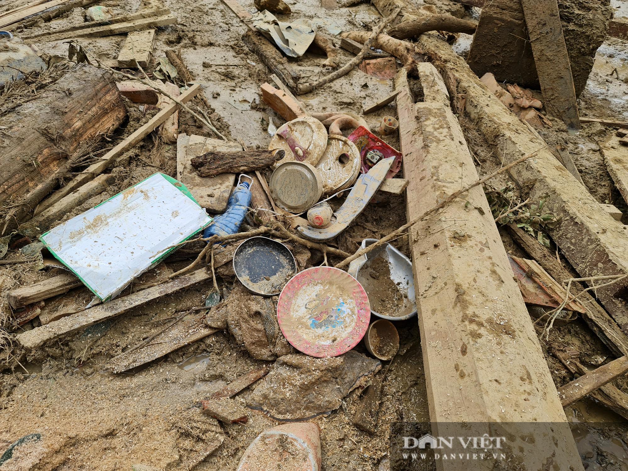 Sạt lở nghiên trọng ở Quảng Nam: Đẫm nước mắt nhìn cảnh tan nát ngôi làng Trà Leng - Ảnh 8.