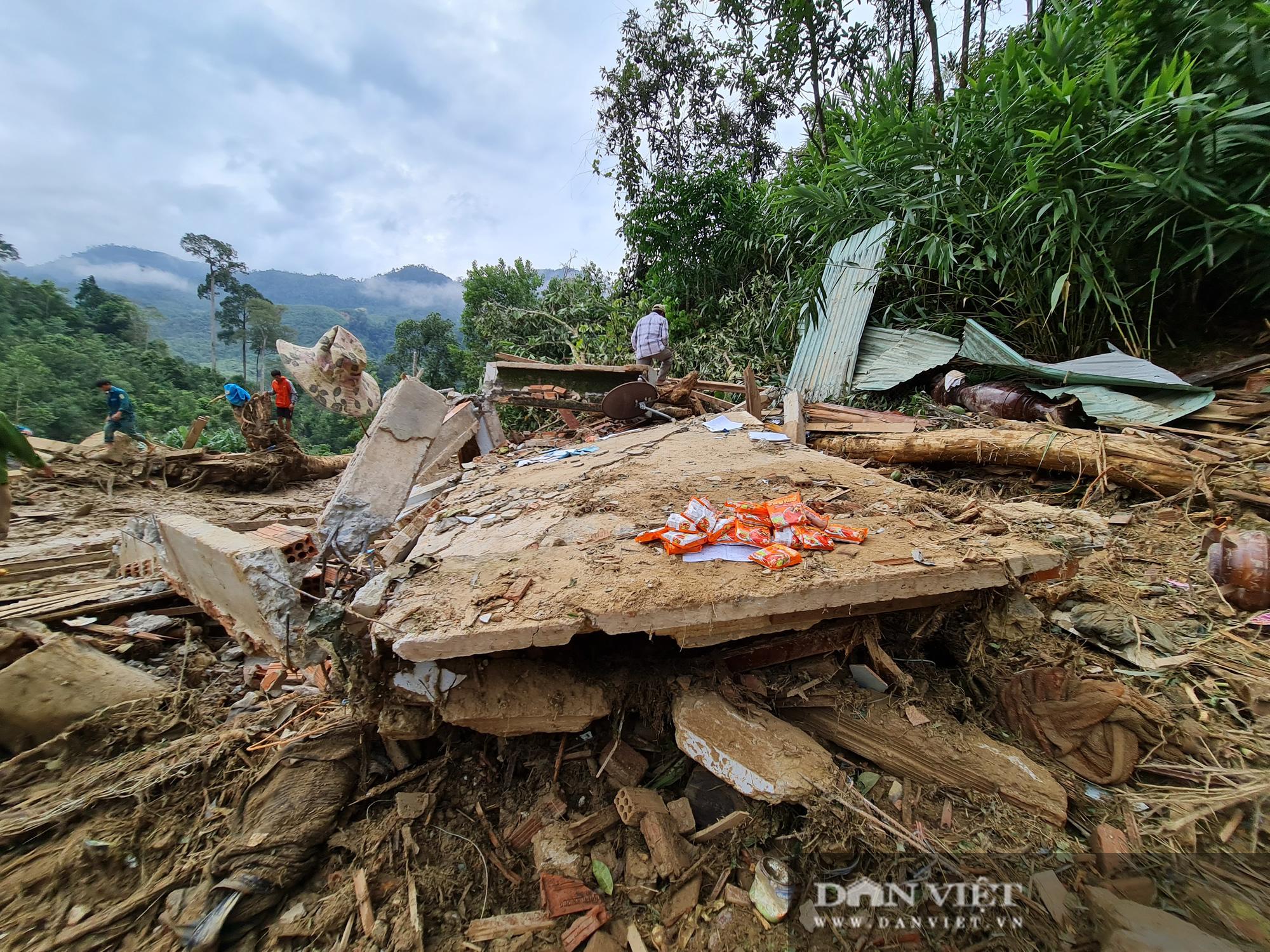 Sạt lở nghiên trọng ở Quảng Nam: Đẫm nước mắt nhìn cảnh tan nát ngôi làng Trà Leng - Ảnh 14.