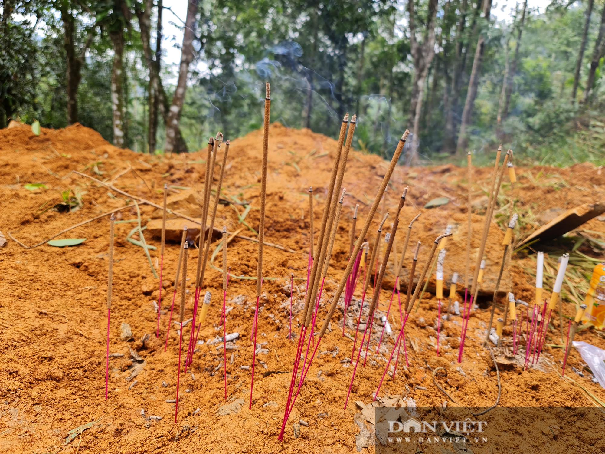 Sạt lở nghiên trọng ở Quảng Nam: Đẫm nước mắt nhìn cảnh tan nát ngôi làng Trà Leng - Ảnh 4.