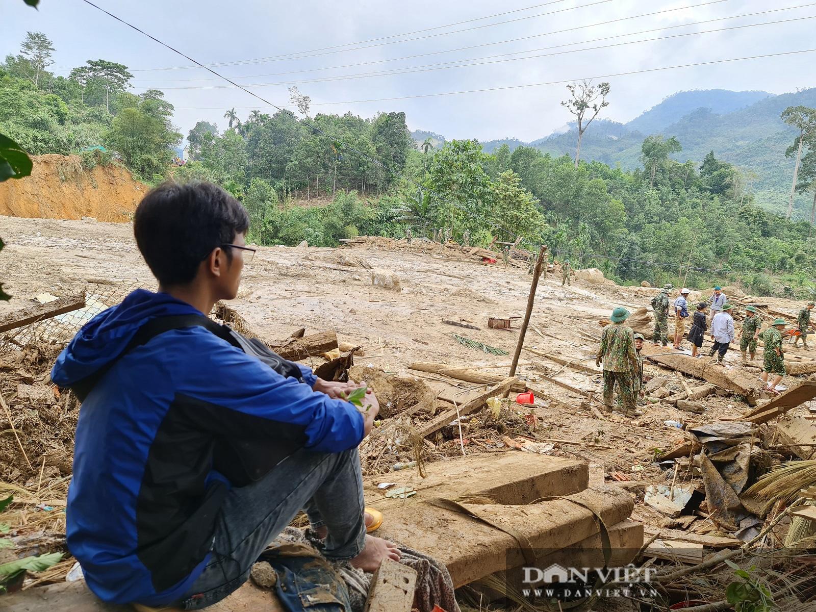 Sạt lở nghiên trọng ở Quảng Nam: Đẫm nước mắt nhìn cảnh tan nát ngôi làng Trà Leng - Ảnh 3.