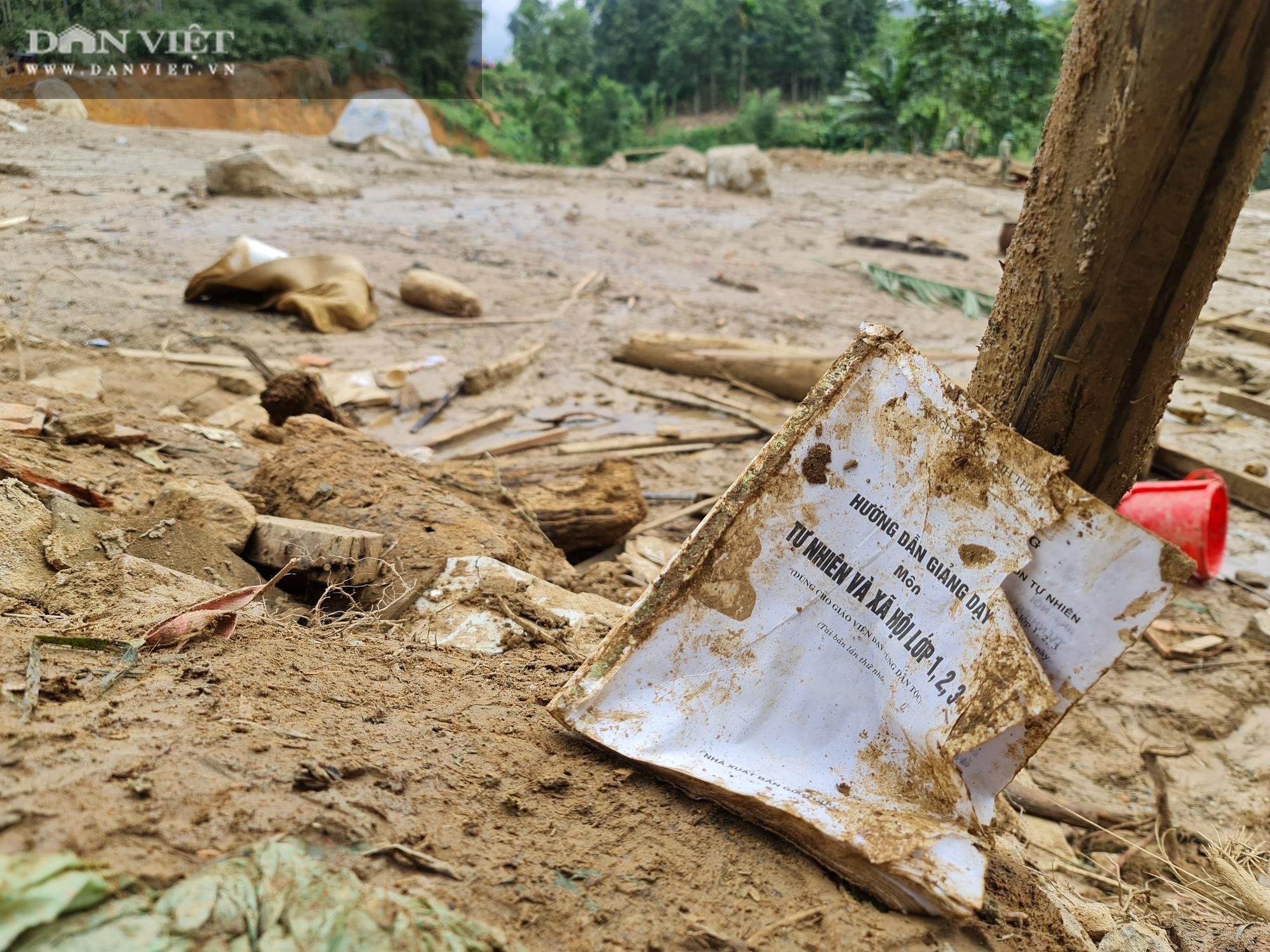 Sạt lở nghiên trọng ở Quảng Nam: Đẫm nước mắt nhìn cảnh tan nát ngôi làng Trà Leng - Ảnh 9.