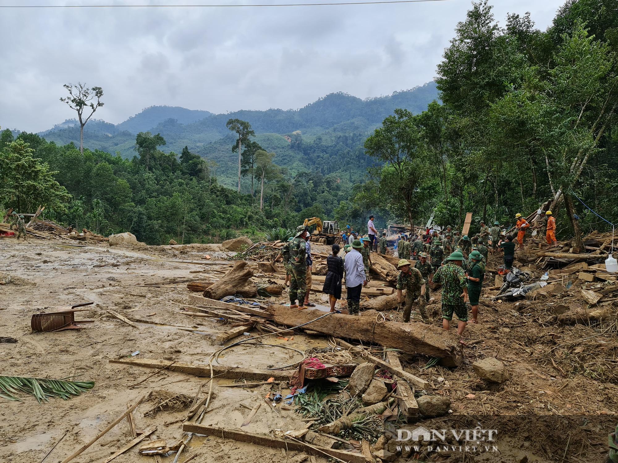 Sạt lở nghiên trọng ở Quảng Nam: Đẫm nước mắt nhìn cảnh tan nát ngôi làng Trà Leng - Ảnh 2.