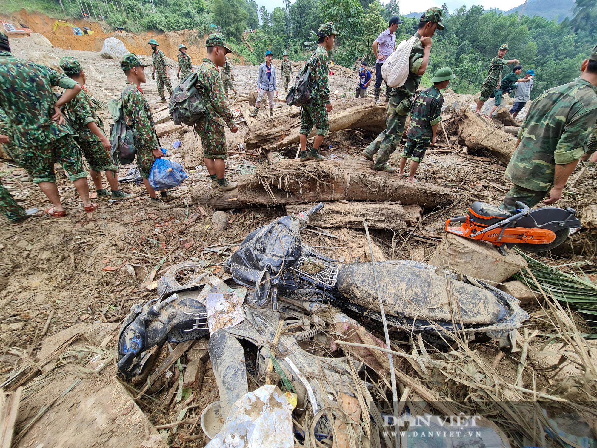 Sạt lở nghiên trọng ở Quảng Nam: Đẫm nước mắt nhìn cảnh tan nát ngôi làng Trà Leng - Ảnh 6.