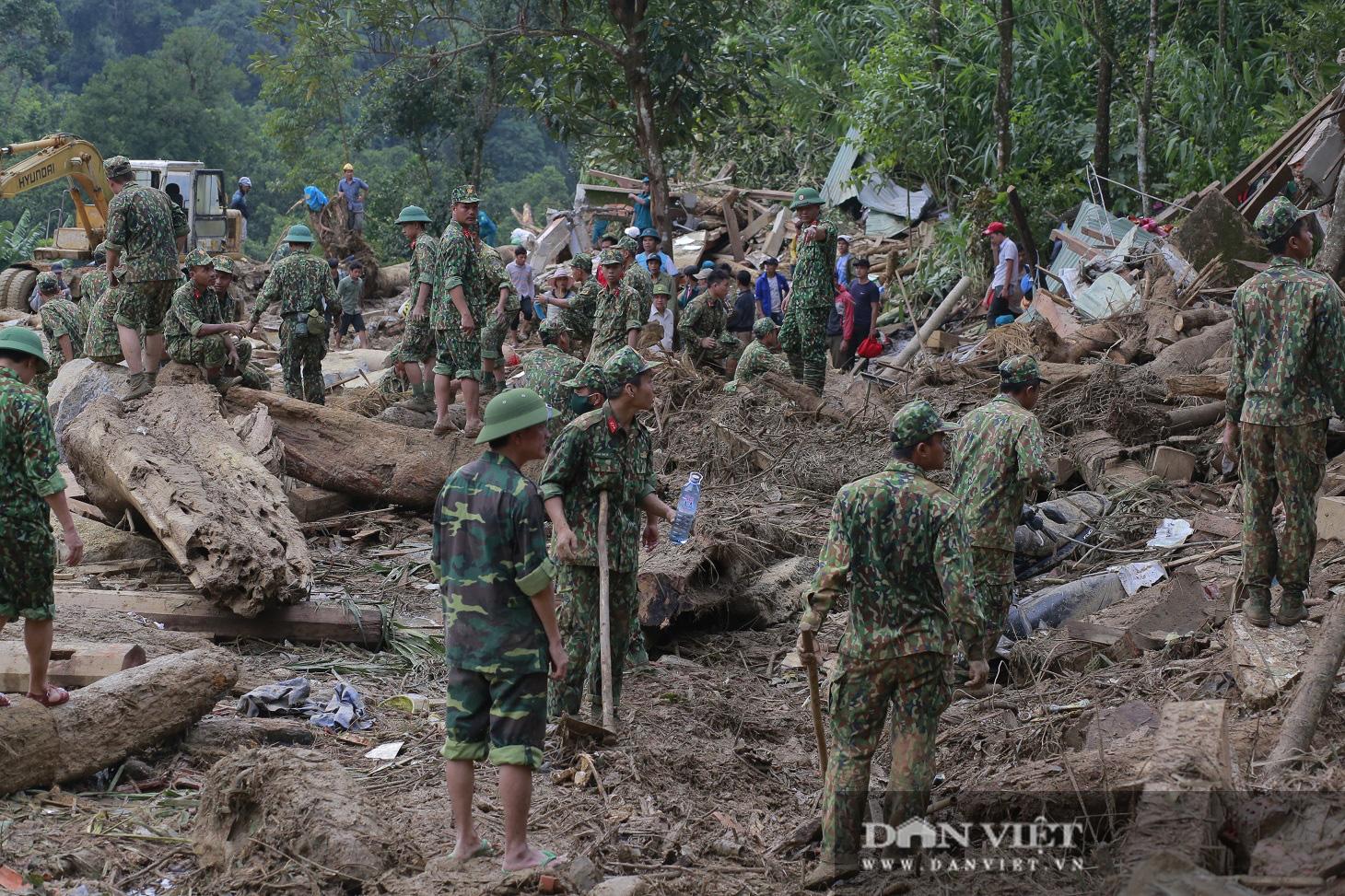 Sạt lở nghiên trọng ở Quảng Nam: Đẫm nước mắt nhìn cảnh tan nát ngôi làng Trà Leng - Ảnh 1.