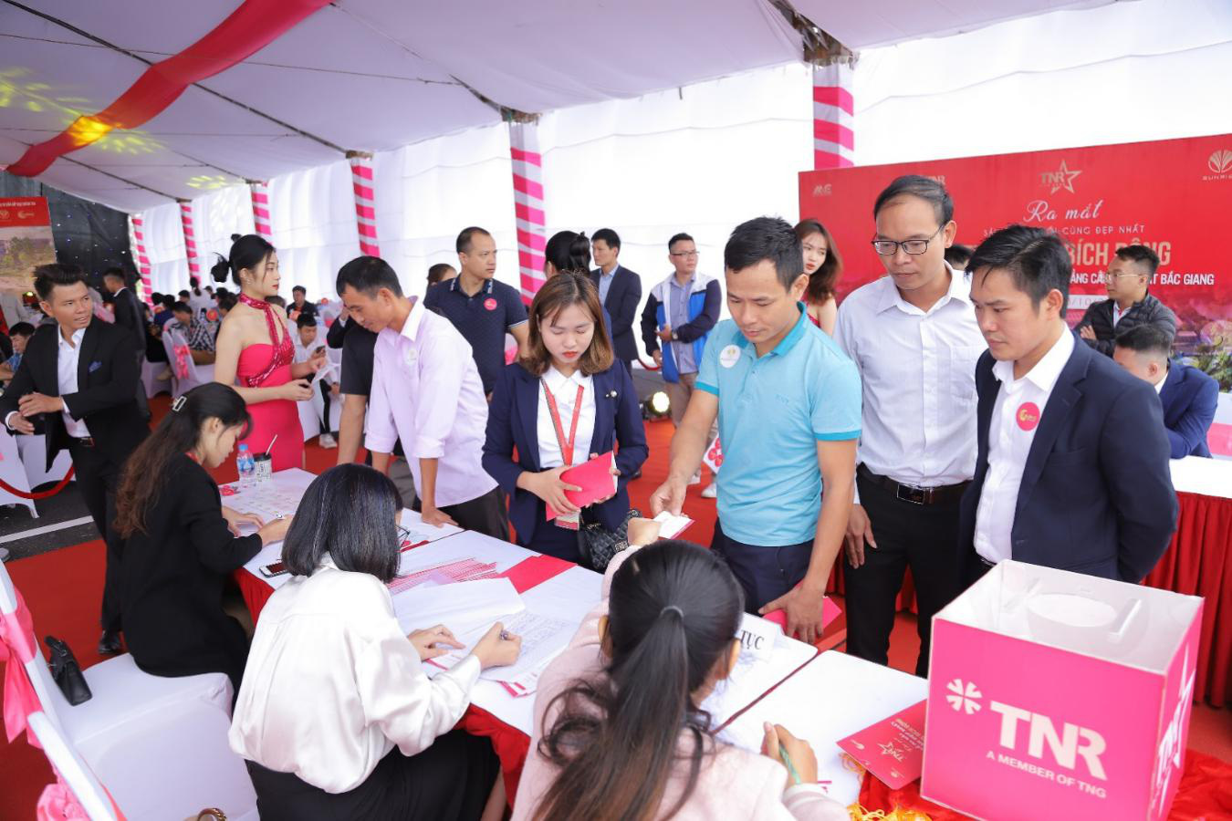 Giải mã sức hút của TNR Stars Bích Động tại thị trường Bắc Giang - Ảnh 2.