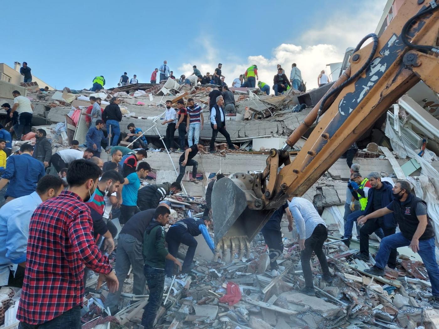 Động đất mạnh ở Thổ Nhĩ Kỳ, 800 người thương vong - Ảnh 1.