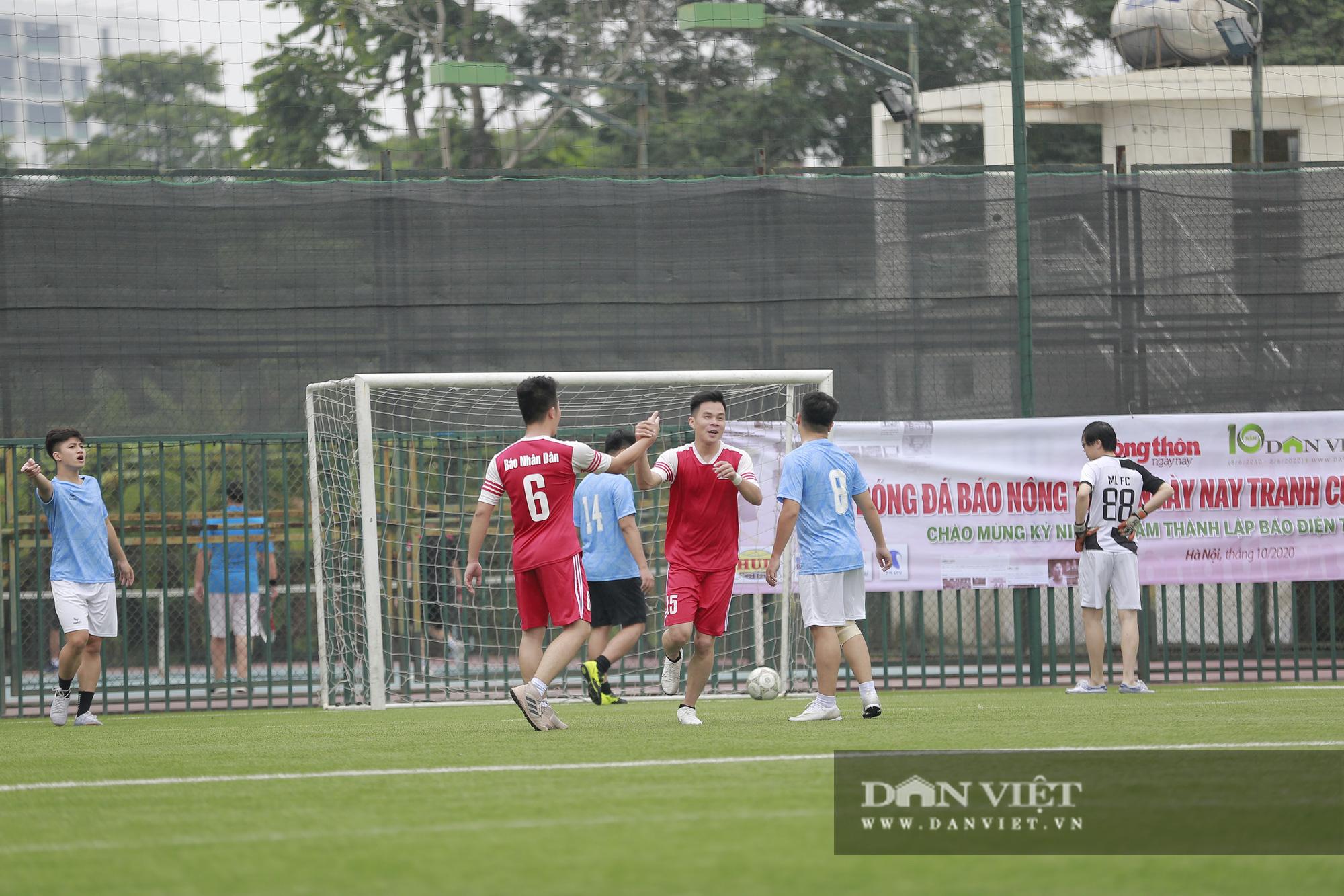 Khoảnh khắc lượt trận cuối cùng vòng bảng giải bóng đá báo NTNN/Dân Việt  - Ảnh 10.
