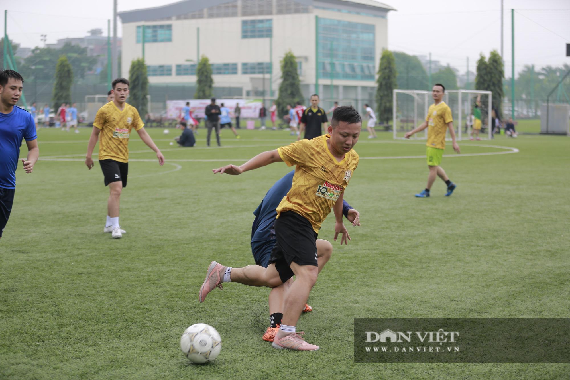 Khoảnh khắc lượt trận cuối cùng vòng bảng giải bóng đá báo NTNN/Dân Việt  - Ảnh 2.