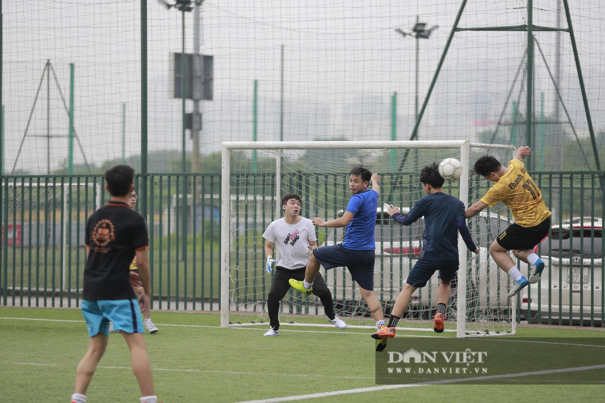 Khoảnh khắc lượt trận cuối cùng vòng bảng giải bóng đá báo NTNN/Dân Việt  - Ảnh 3.