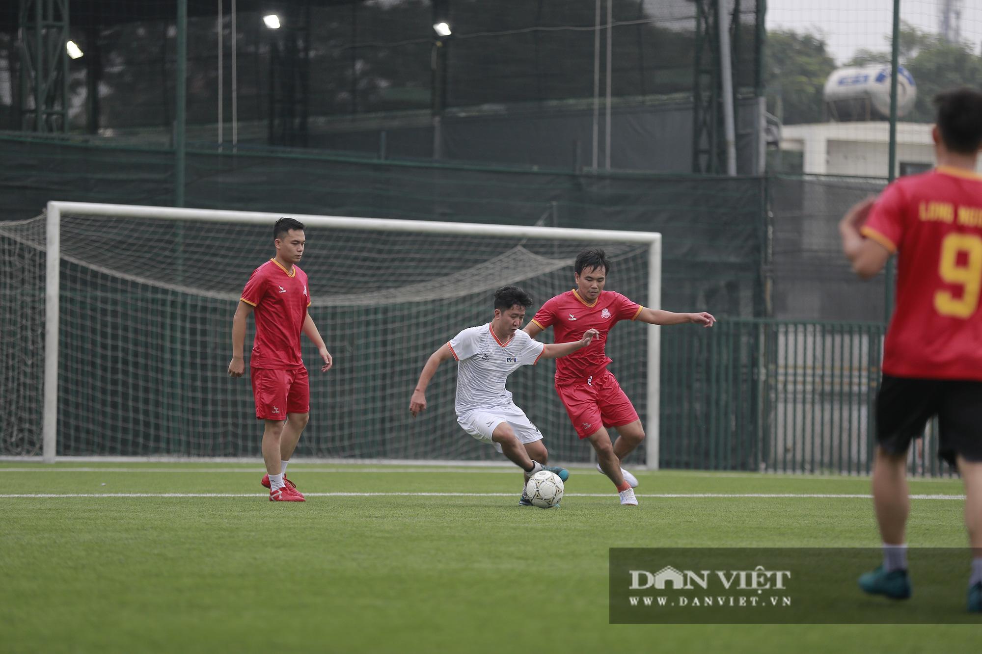 Khoảnh khắc lượt trận cuối cùng vòng bảng giải bóng đá báo NTNN/Dân Việt  - Ảnh 11.