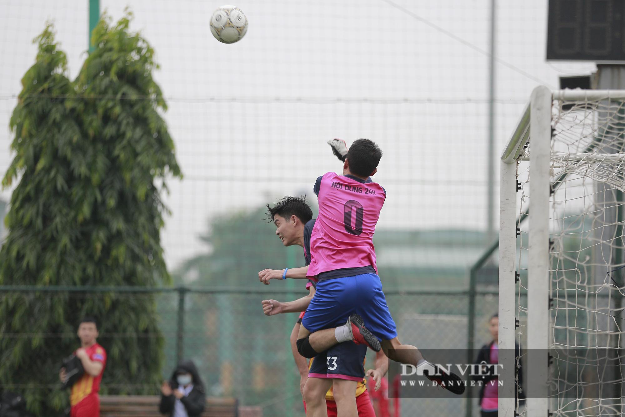 Khoảnh khắc lượt trận cuối cùng vòng bảng giải bóng đá báo NTNN/Dân Việt  - Ảnh 12.