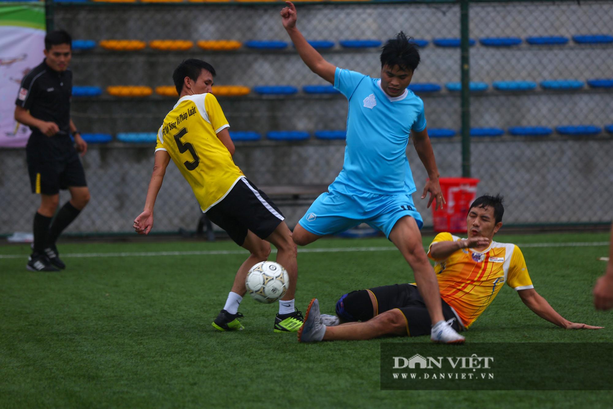 Khoảnh khắc lượt trận cuối cùng vòng bảng giải bóng đá báo NTNN/Dân Việt  - Ảnh 15.