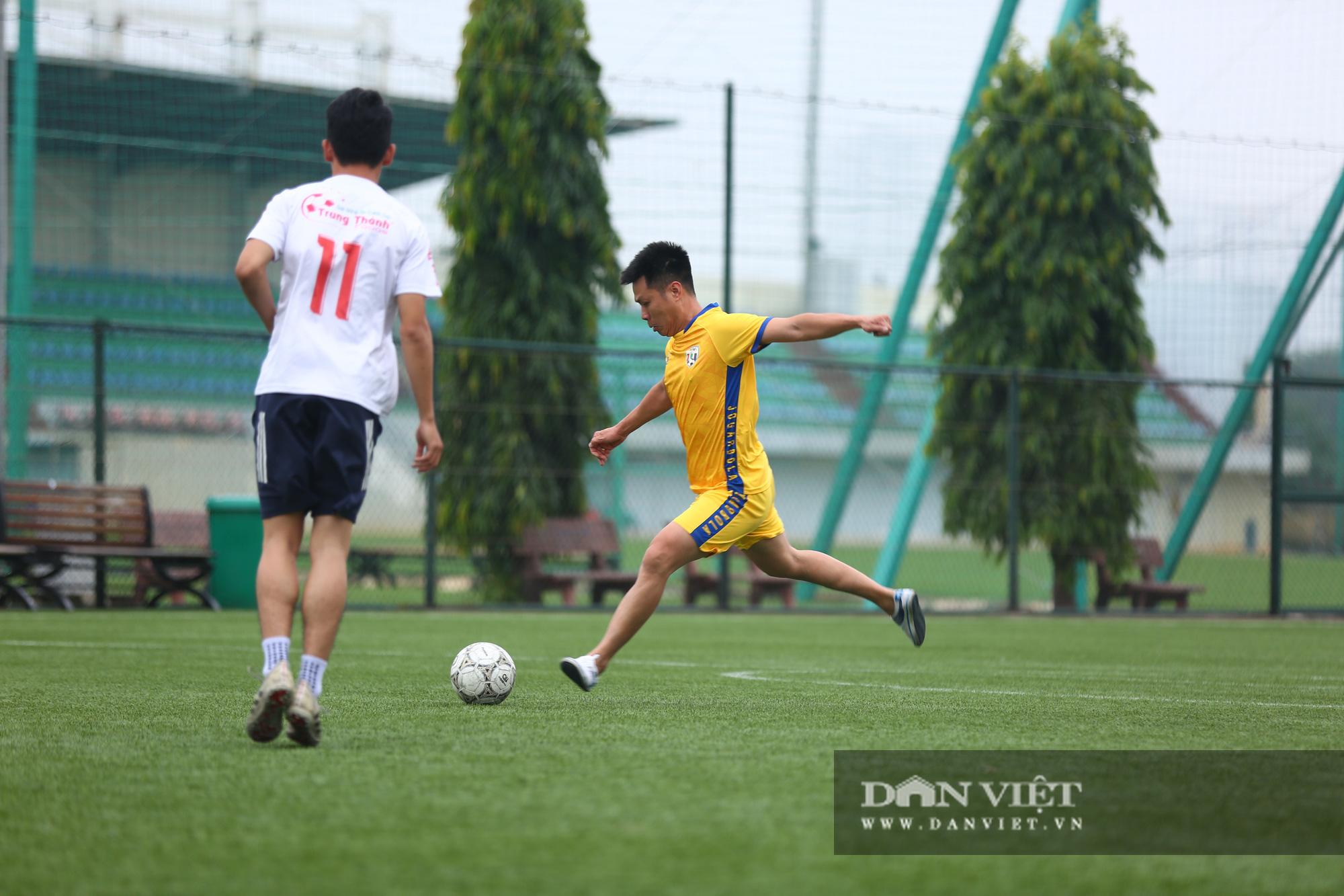 Khoảnh khắc lượt trận cuối cùng vòng bảng giải bóng đá báo NTNN/Dân Việt  - Ảnh 6.
