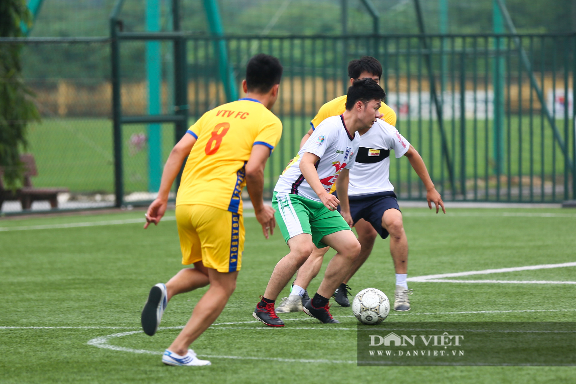 Khoảnh khắc lượt trận cuối cùng vòng bảng giải bóng đá báo NTNN/Dân Việt  - Ảnh 7.