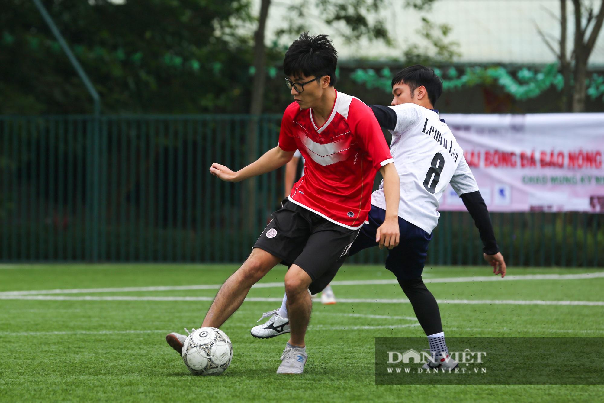 Khoảnh khắc lượt trận cuối cùng vòng bảng giải bóng đá báo NTNN/Dân Việt  - Ảnh 16.