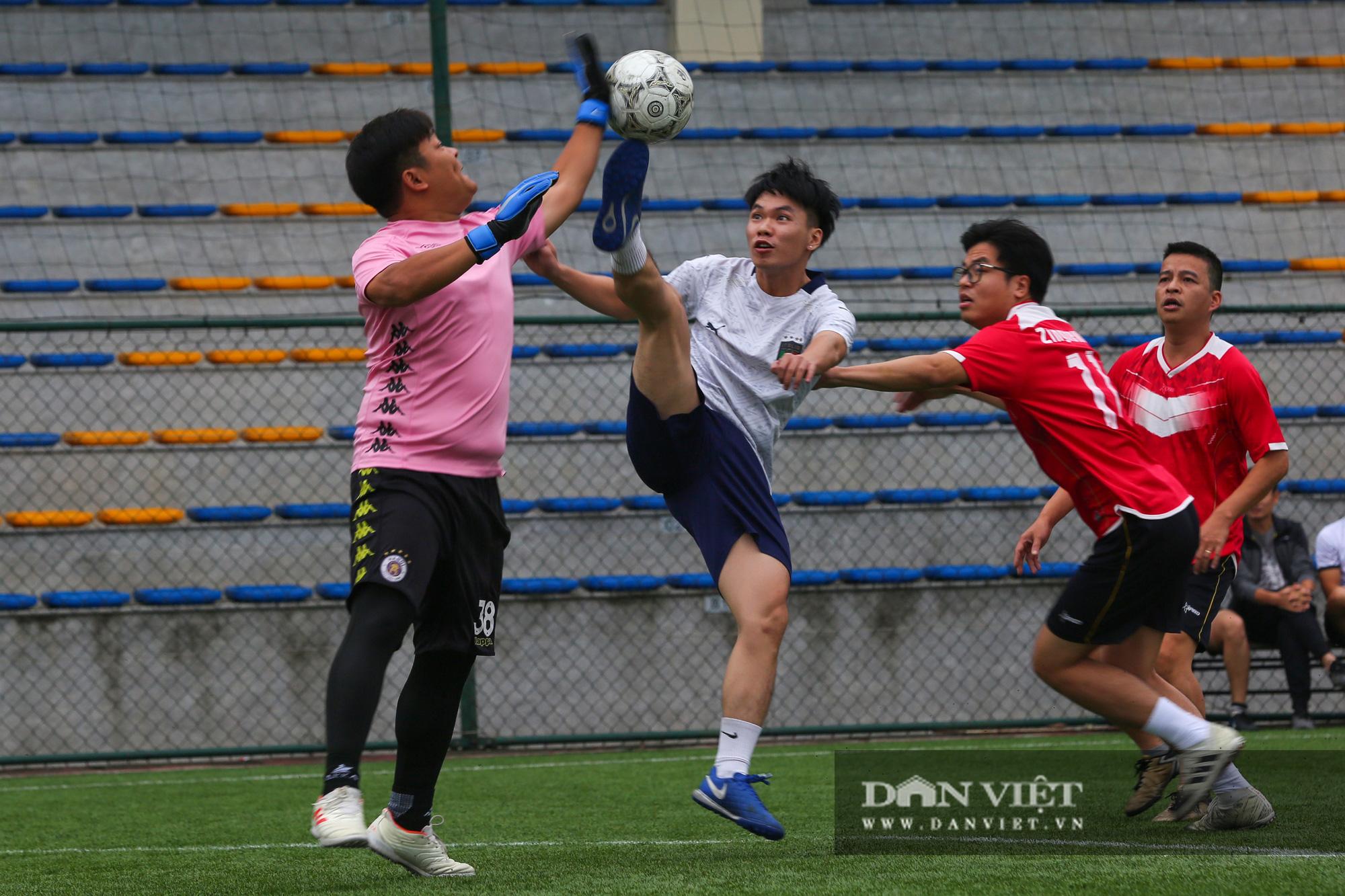 Khoảnh khắc lượt trận cuối cùng vòng bảng giải bóng đá báo NTNN/Dân Việt  - Ảnh 18.