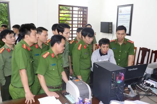 Bắt 3 cán bộ ở Thanh Hóa trong đường dây làm văn bằng, chứng chỉ giả - Ảnh 1.