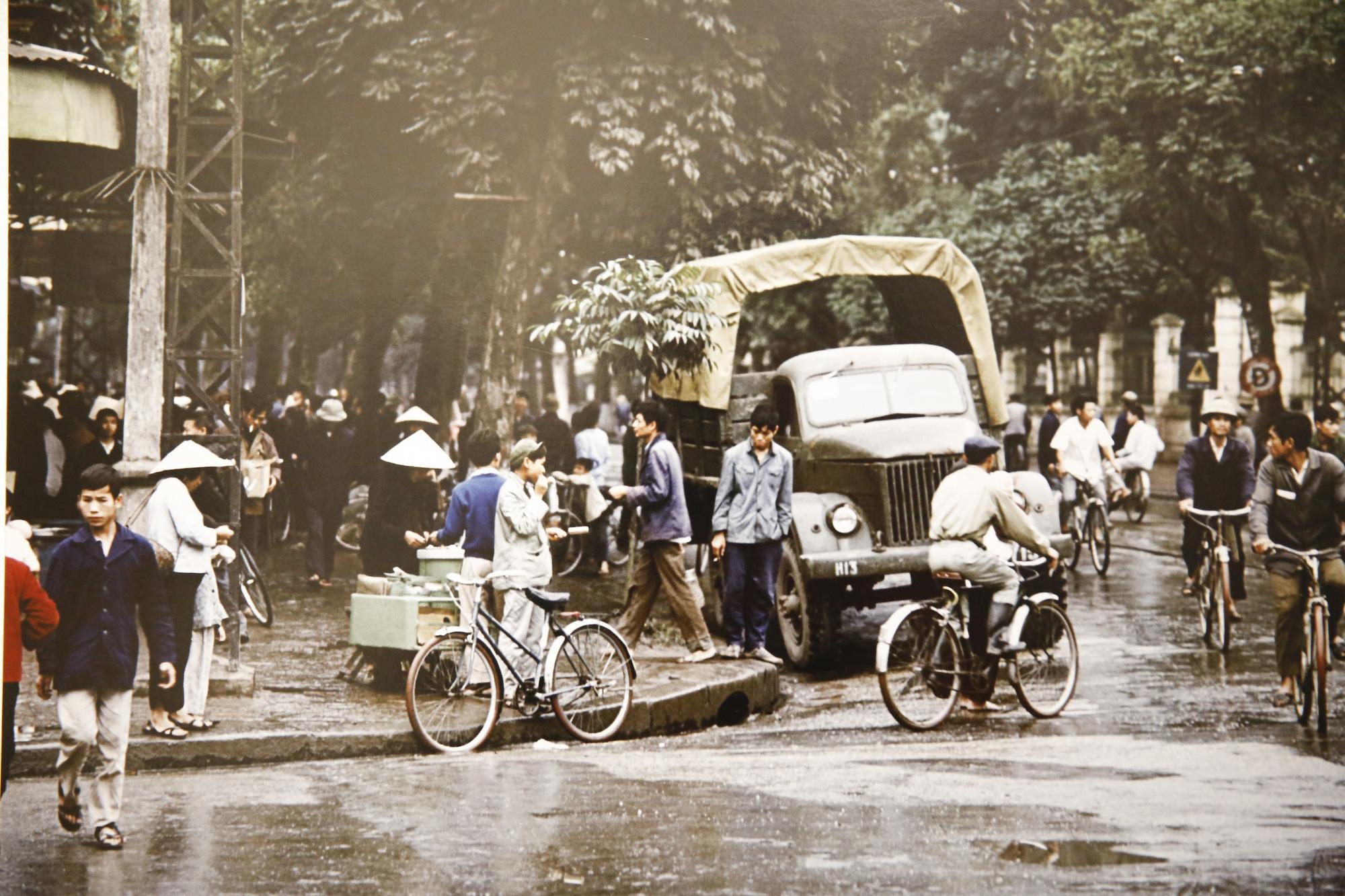 Đại sứ Đức tại Việt Nam tham dự triển lãm ảnh đặc biệt về Hà Nội - Ảnh 16.