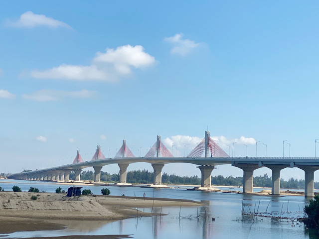 Quảng Ngãi: Công trình chào mừng Đại hội tỉnh cầu 2.300 tỷ, có gỡ vướng kịp để hoàn thành?  - Ảnh 6.