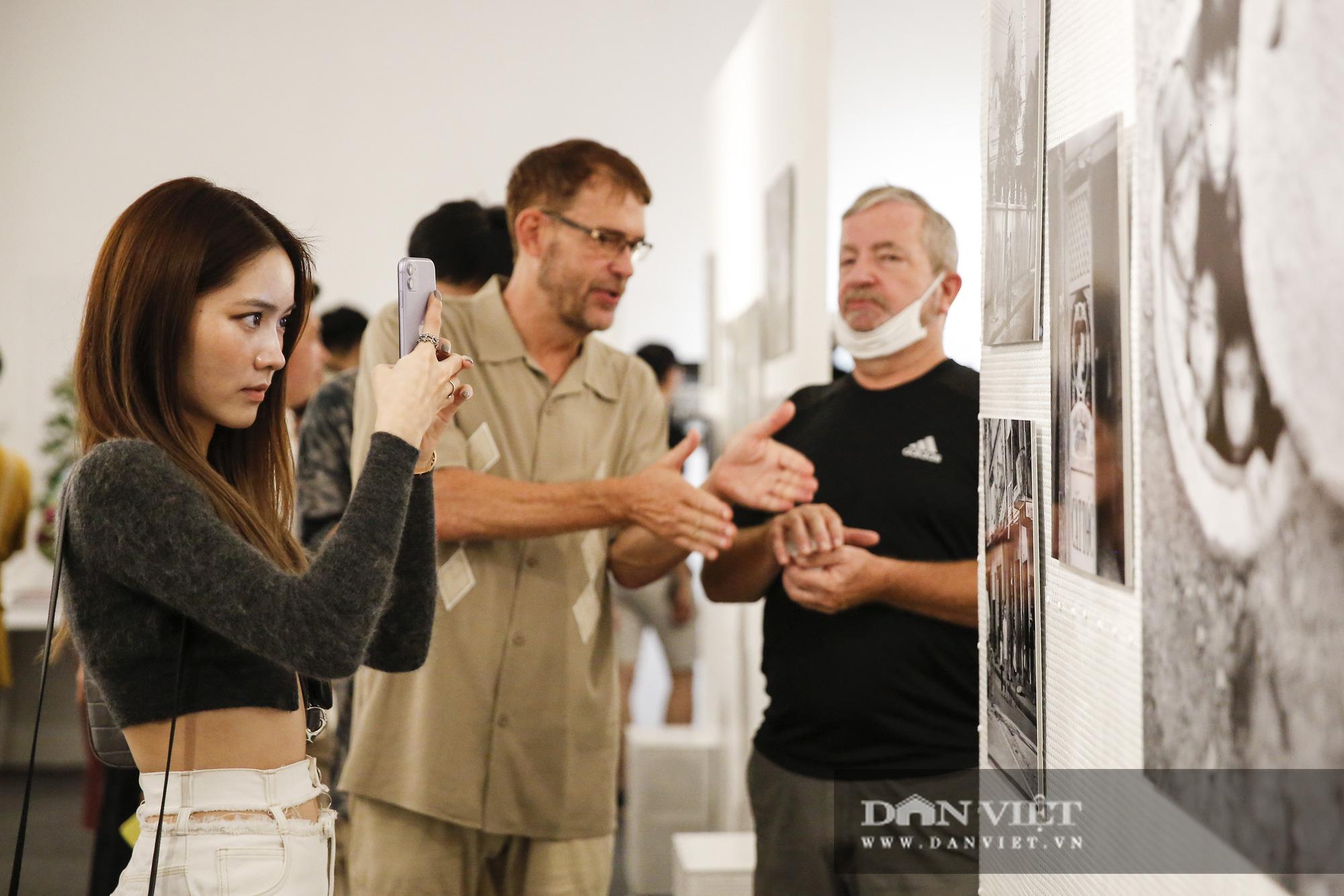 Đại sứ Đức tại Việt Nam tham dự triển lãm ảnh đặc biệt về Hà Nội - Ảnh 5.