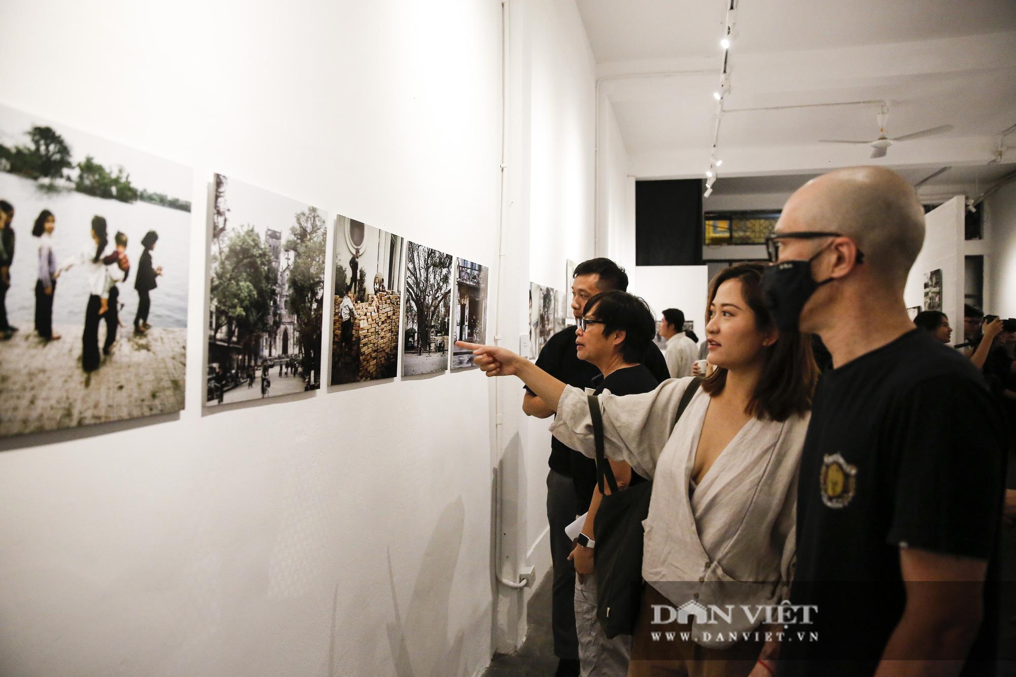 Đại sứ Đức tại Việt Nam tham dự triển lãm ảnh đặc biệt về Hà Nội - Ảnh 8.