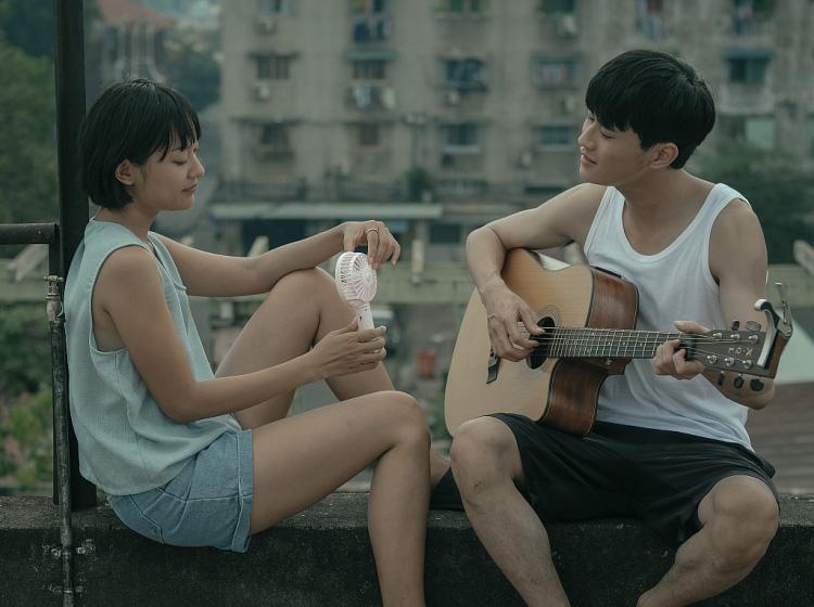 """""""Sài Gòn trong cơn mưa""""  thừa thắng xông lên với thí sinh bị giành giật ở Giọng hát Việt và nàng thơ Sơn Tùng - Ảnh 4."""