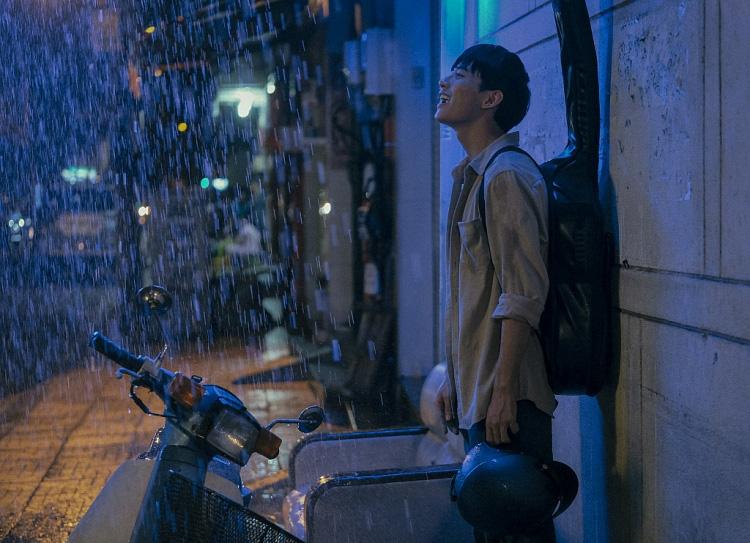 """""""Sài Gòn trong cơn mưa""""  thừa thắng xông lên với thí sinh bị giành giật ở Giọng hát Việt và nàng thơ Sơn Tùng - Ảnh 6."""
