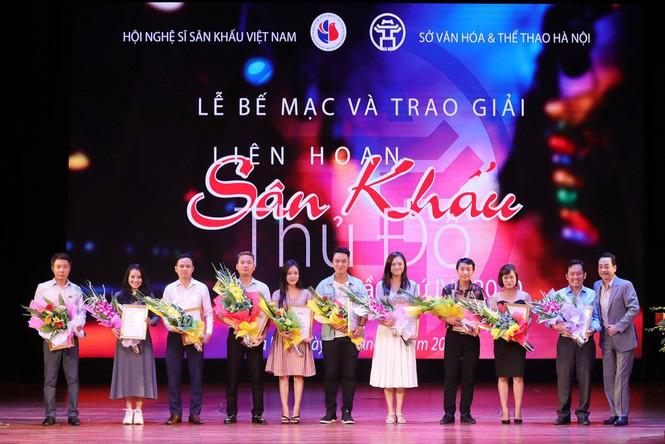 """""""Bố con"""" NSND Trung Anh - Thu Quỳnh ẵm giải vàng Liên hoan sân khấu Thủ đô - Ảnh 3."""