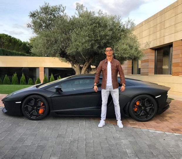 Bộ sưu tập siêu xe của Ronaldo: Rolls-Royce Ghost dẫn đầu với giá 86 tỷ - Ảnh 6.