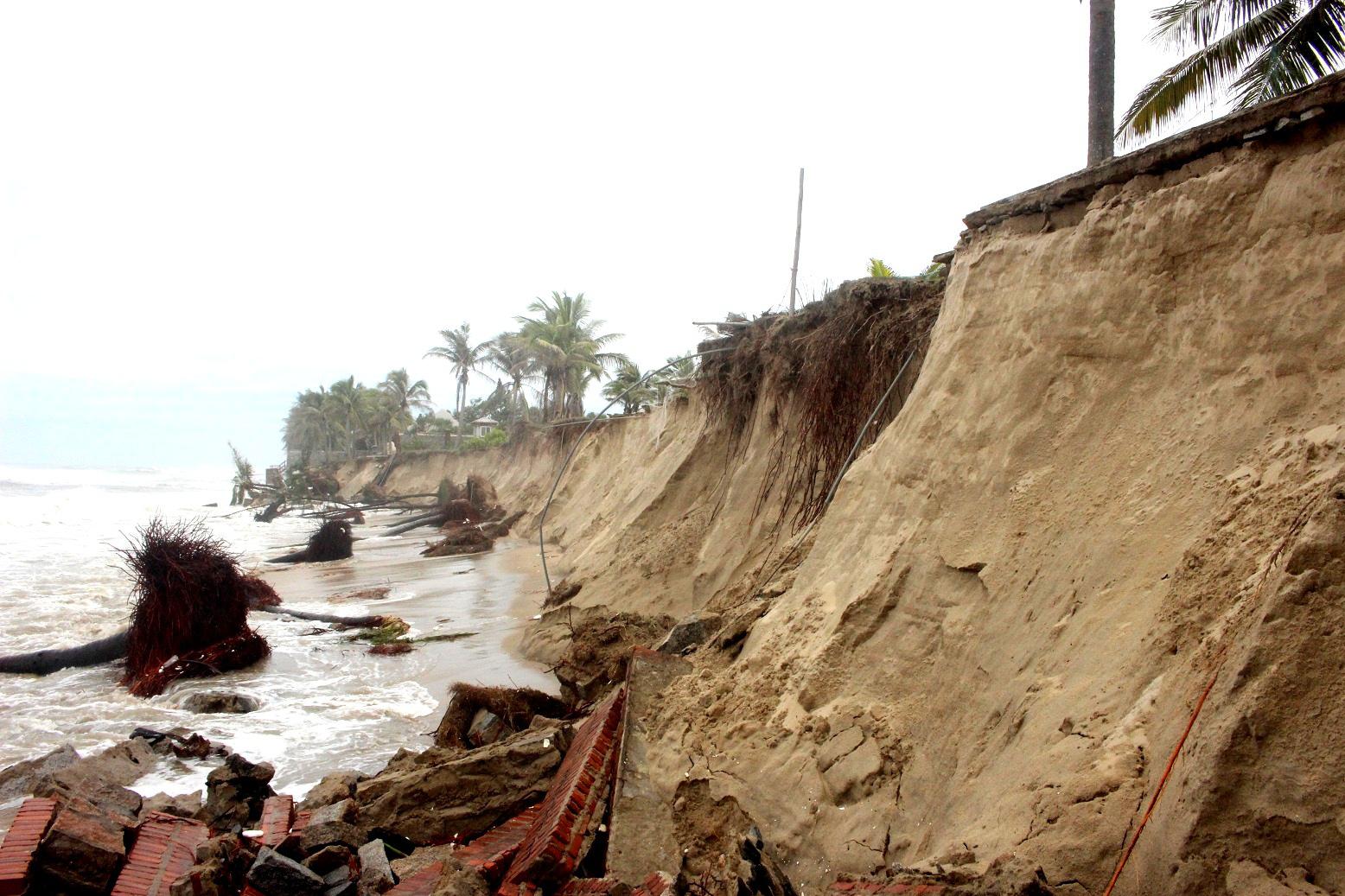 Quảng Nam: 200 tỷ đồng chống xói lở khẩn cấp bờ biển Cửa Đại - Ảnh 2.