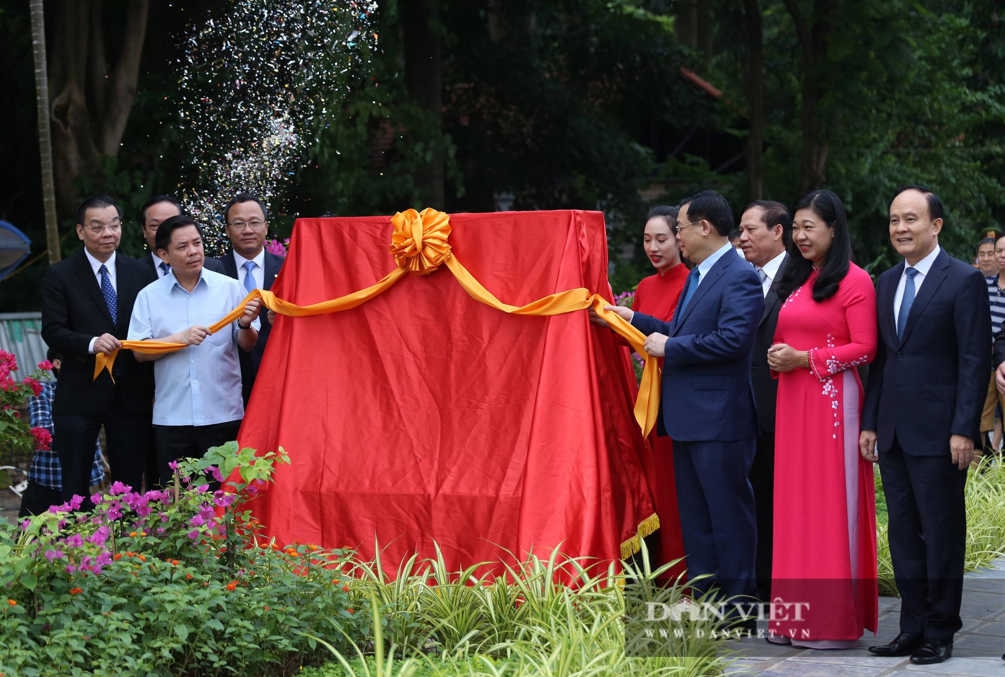 Tân chủ tịch Hà Nội cùng bộ trưởng Nguyễn Văn Thể dự lễ thông xe qua hồ Linh Đàm - Ảnh 2.